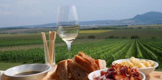 sonberk wijn en borrelplank