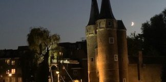 Oosterpoort delft by night
