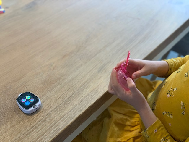 Review Tobi Robot Smartwatch roze bandje