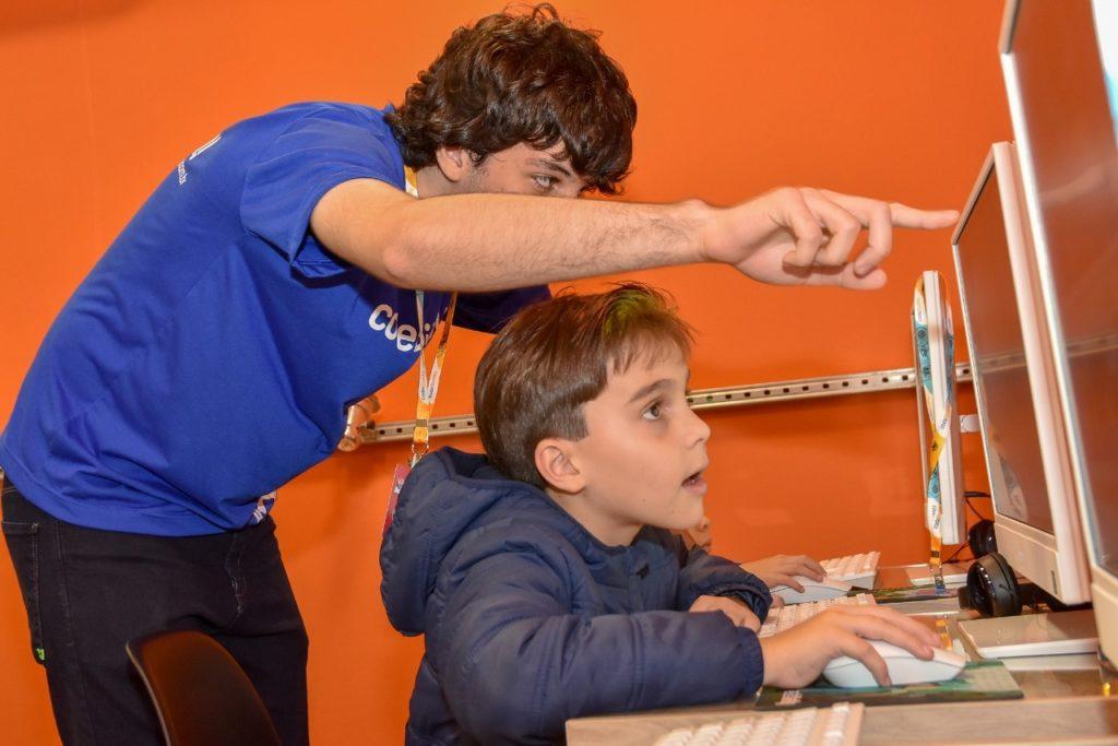 Jogos eletrônicos para ensinar inglês a crianças