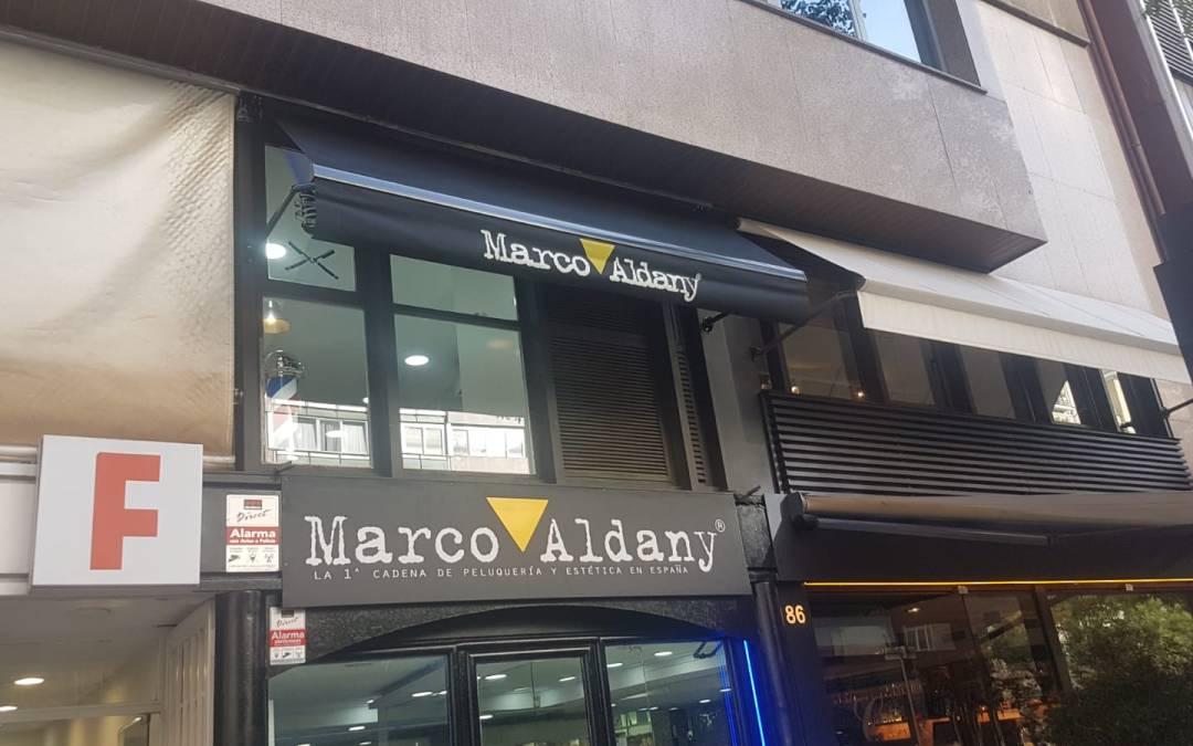 Instalación de toldos con rotulación Marco Aldany