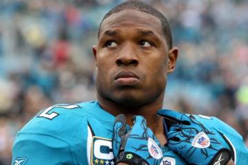 Uncertainty looms for Maurice Jones-Drew since the Jacksonville Jaguars dropped the ball on his new deal. But MJD knows he must strike while the iron is hot.