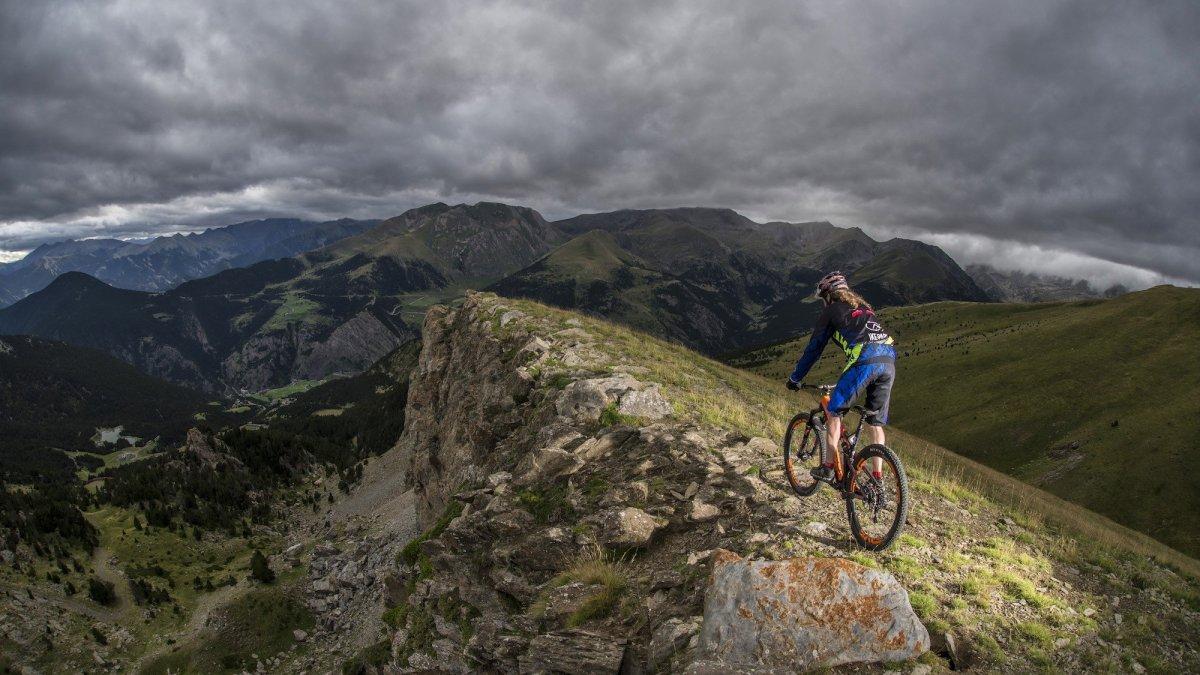 Estate ad Andorra: cicloturismo immersi nella natura dei Pirenei