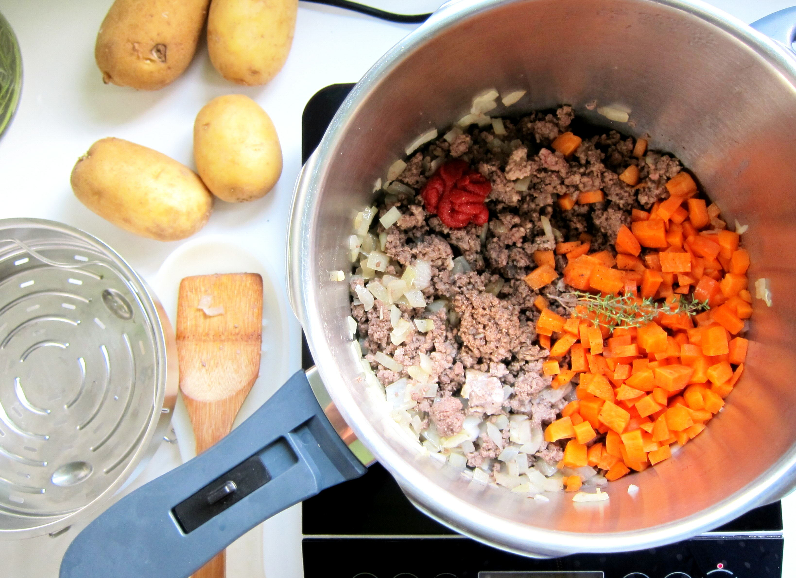 Add the rest of the ingredients for the meat filling (except for the frozen peas).