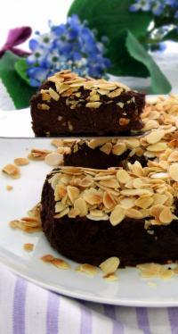 bean_brownie_cake_slice_flowers_v