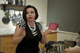 Explaining the benefits of pressure cooking.