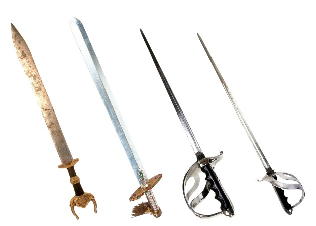10 FREE Magic Weapons For Your Game (5e D&D)