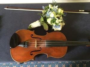 Violin and bouquet of flowers