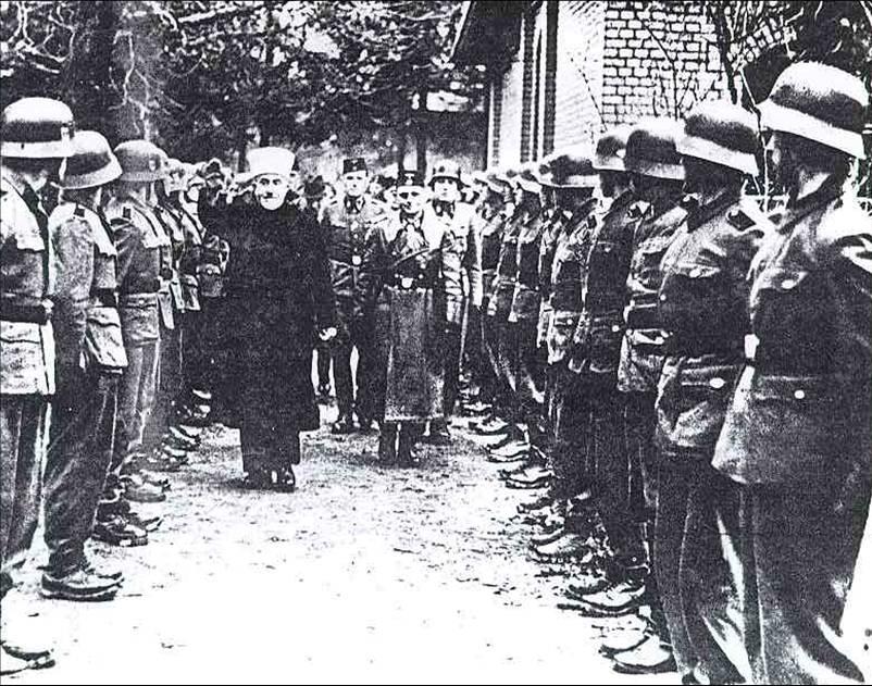 mufti inspecting2 El racismo nazi. Un asunto espinoso