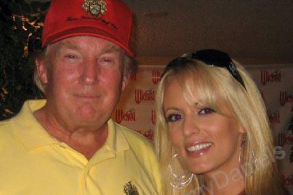WSJ: Trump lefeküdt egy pornószínésznővel, majd az ügyvédje 130 ezer dollárt fizetett neki, hogy hallgasson