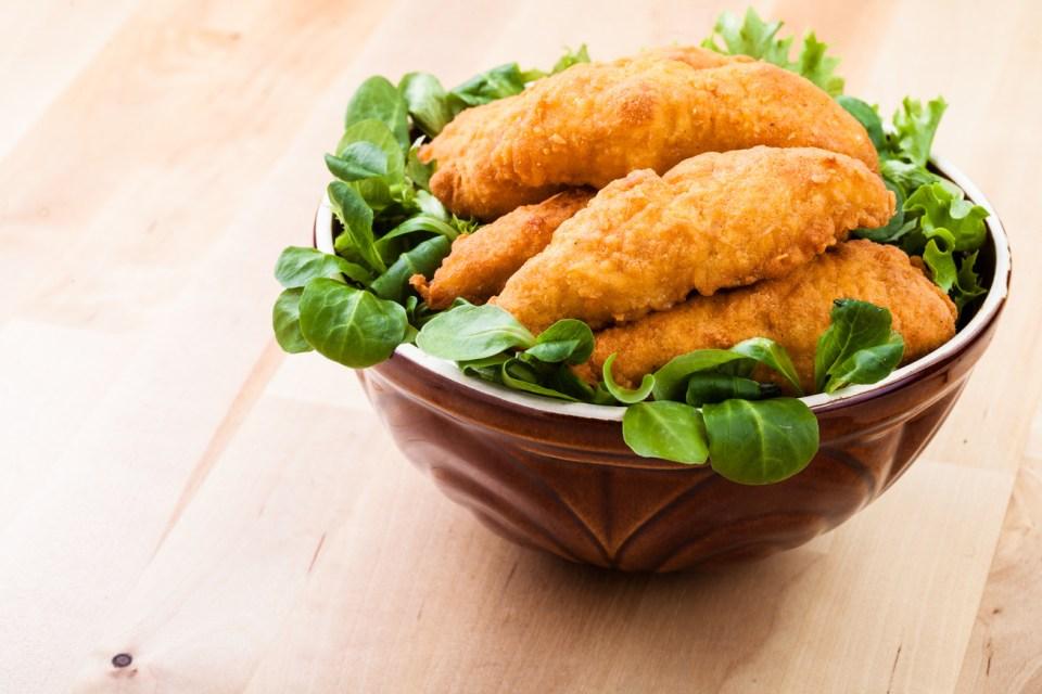 Fűszeres túróbundában sült csirkemell: az egész család imádni fogja