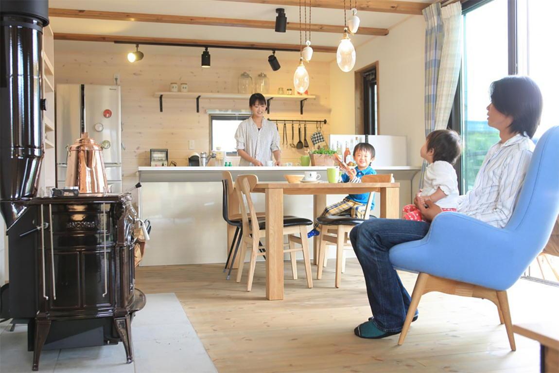 親子の対話を大切にする 対面キッチン。