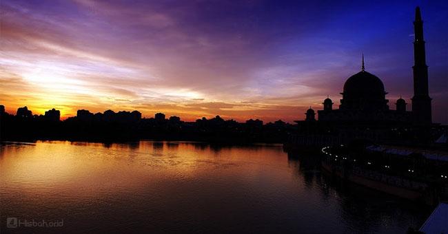 masjid-danau.jpg