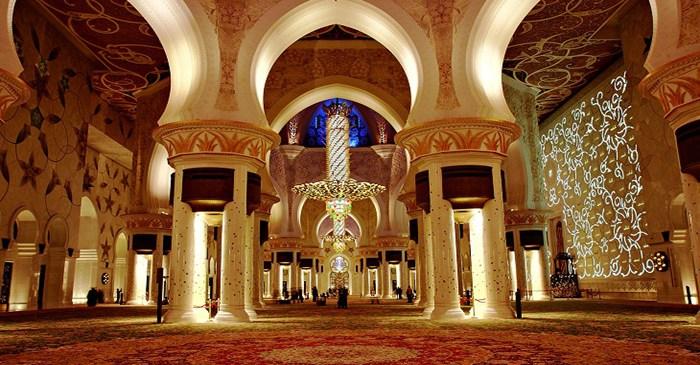 Menjawab Adzan atau Langsung Shalat Tahyatul Masjid ?