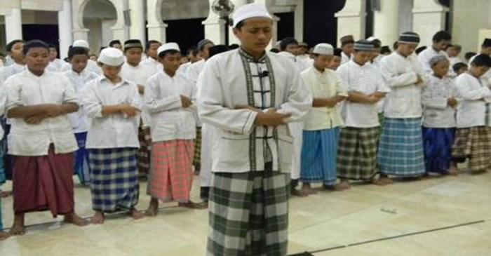 Selesai Membaca al-Fatihah dan Surat, Imam Belum Ruku'