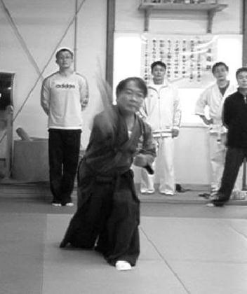 Lanzamiento de shuriken por Otsuka Sensei