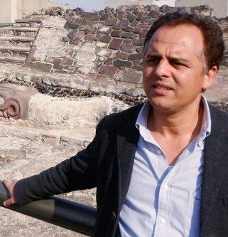 AZIZ AMAHJOUR (Tetuán, 1965). Doctor por la Universidad Complutense de Madrid. Fue profesor de castellano para extranjeros (de distintas nacionalidades) durante varios años en Madrid (1999-2007) y Mediador Intercultural y programador-coordinador de actividades culturales en el Centro Hispano-Marroquí de Madrid en 2008 y 2009.