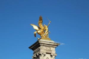 Renommée au combat - statue du pont Alexandre III