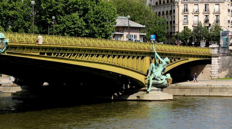 statue du commerce sur le pont Mirabeau