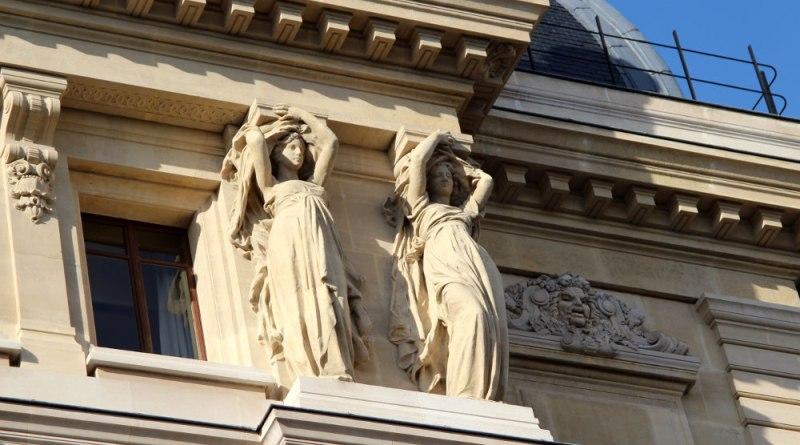 Statues de la Salle Favart