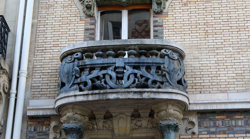 balcon de l'immeuble de Jules Lavirotte square Rapp