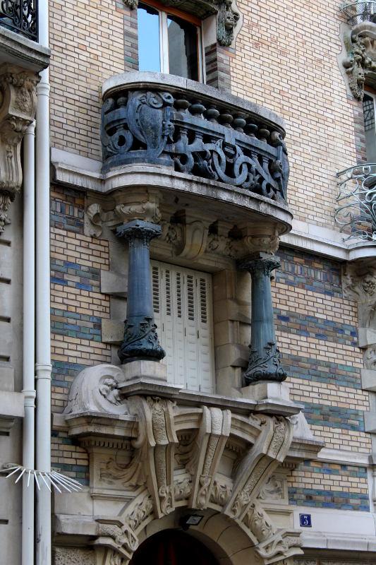 les céramiques de l'immeuble Lavirotte du square Rapp