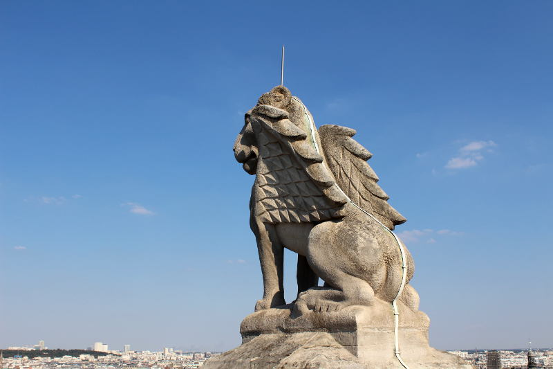 statue de la Tour Saint Jacques - le lion