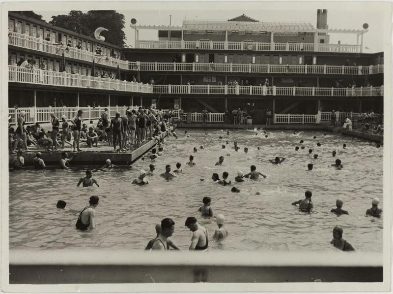 bassin d'été à la piscine Molitor par Henri Manuel