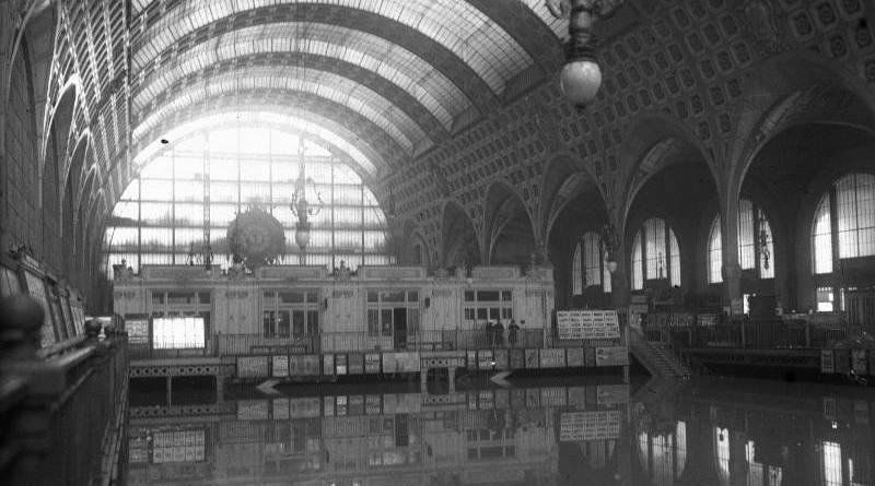 La gare d'Orsay inondée le 27 janvier 1910 - Agence Rol