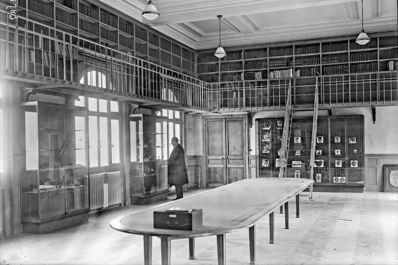 bibliothèque et musée de l'Institut médico-légal le 29 mai 1923 par agence Rol