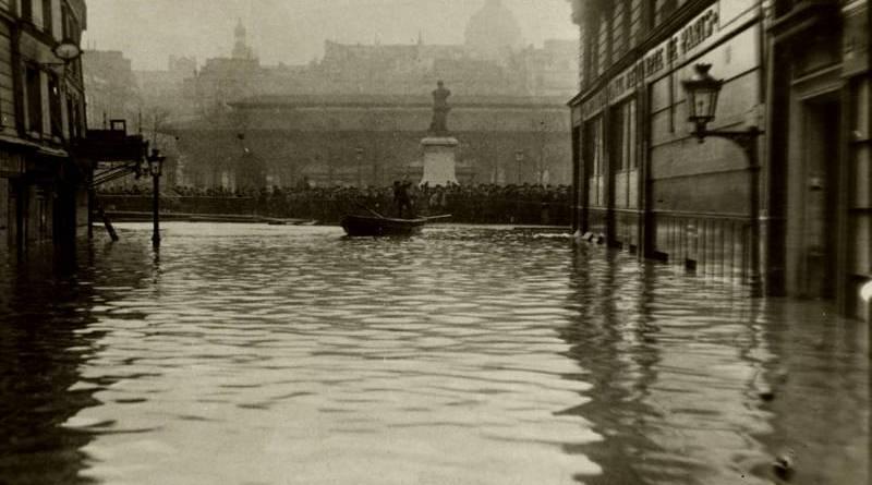 place Maubert inondée par la crue de 1910