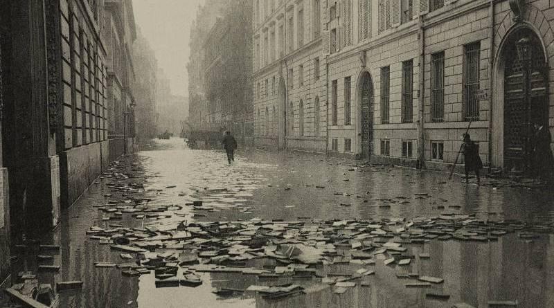rue Saint Dominique devant le ministère de la guerre inondé