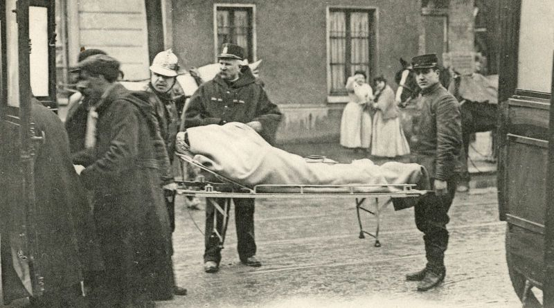 transport des malades de l'hôpital Boucicaut en janvier 1910