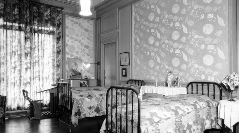 La chambre à coucher de l'hôtel particulier de Paul Poiret en 1927 par Thérèse Bonney
