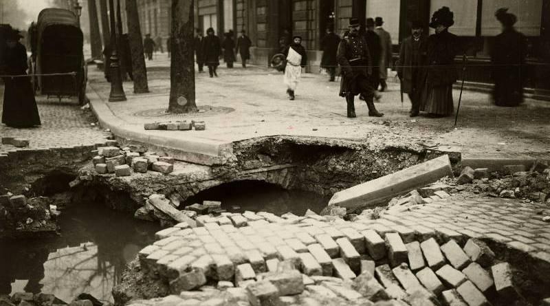 Effondrement du boulevard Haussmann provoqué par la rupture du grand égout