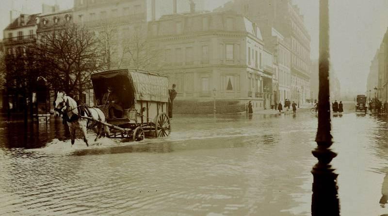 Rue François 1er en 1910 Harry C. Ellis - BHVP