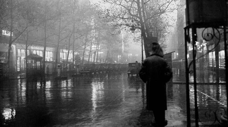les Boulevards vus de la Place de l'Opéra en 1930