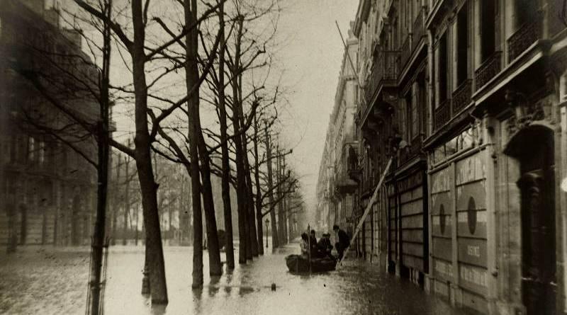 Le boulevard Haussmann en janvier 1910 par Albert Harlingue