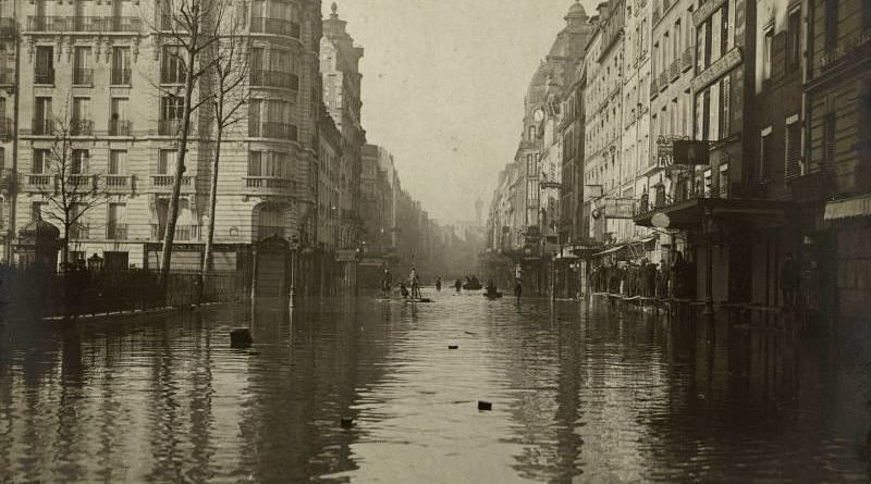 Vue prise rue du faubourg Saint-Antoine en janvier 1910