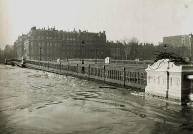 le pont de Solférino en janvier 1910