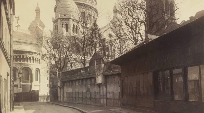 Rue du Chevalier de la Barre par Eugène Atget