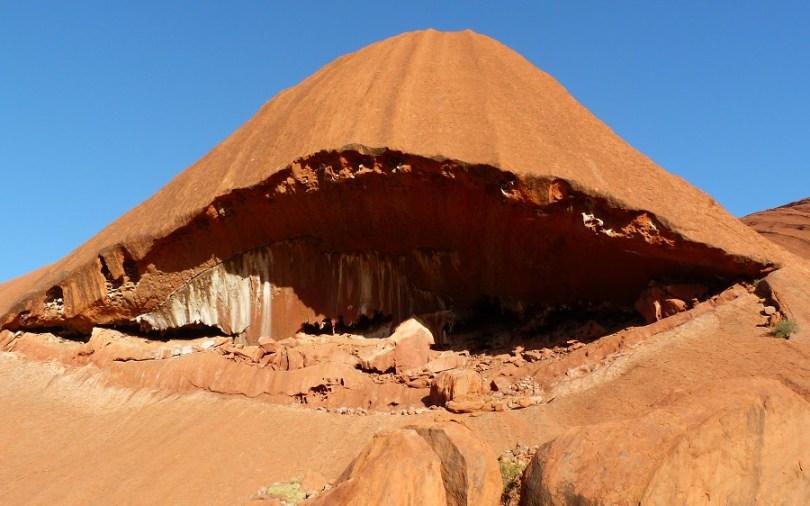 Uluru semble vouloir nous dévorer vivants...