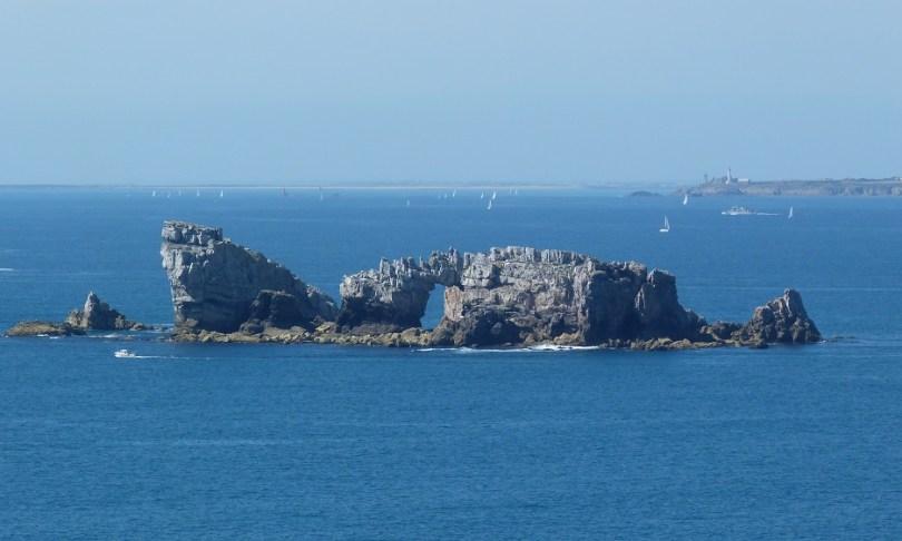 Crozon rochers bateau échoué randonnee