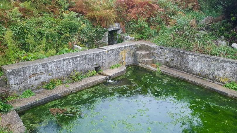Fontaine sentier cotier GR34