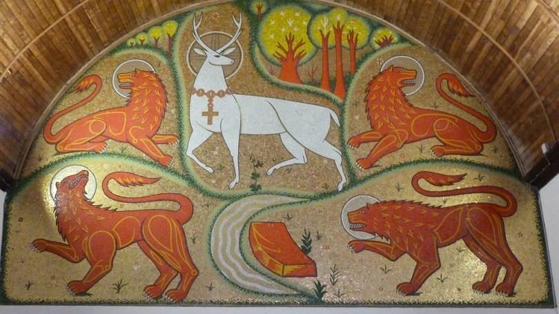 broceliande eglise graal trehorenteuc cerf lions