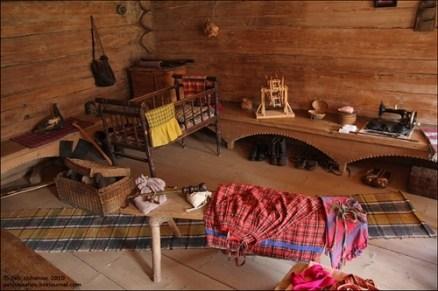 Interior da casa com o estilo de vida da época.