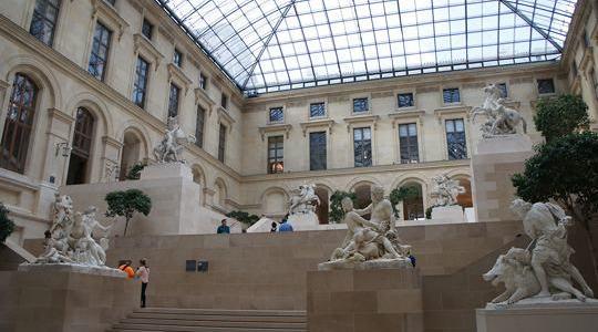 Pátio Puget e os Cavalos Marly, Museu do Louvre