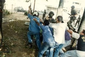 Manifestantes enfrentam as forças do Exército - Foto: Dárcio Monteiro