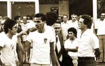 Reitor João Azevedo negocia com os estudantes em greve