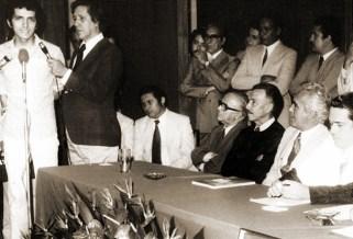 Aldo Rebelo, da UNE, fala pelos grevistas durante a posse do reitor